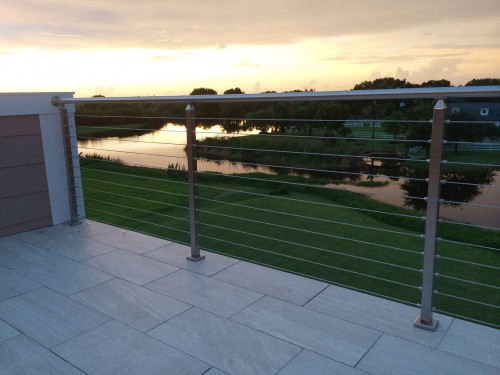 stainless steel cable railing sun reflection