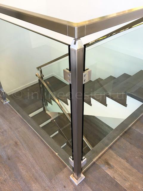 corner glass railing