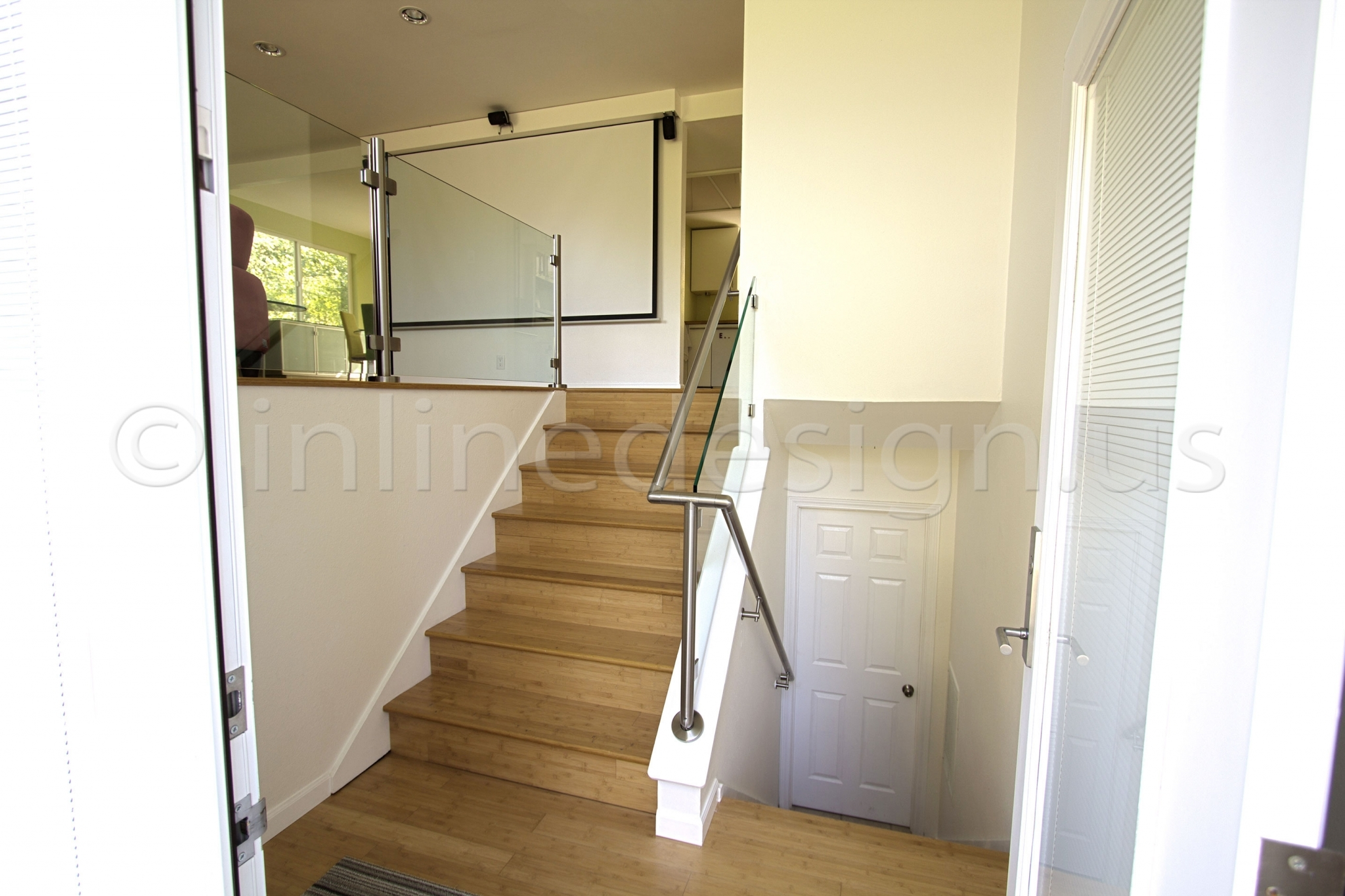 Leila 3   WA   Modern Stainless Steel Cable And Glass Railing   Inline  Design