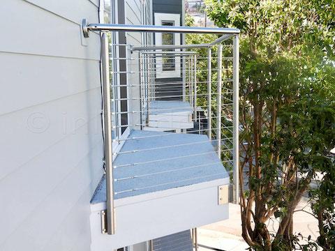 railing cable side.jpeg